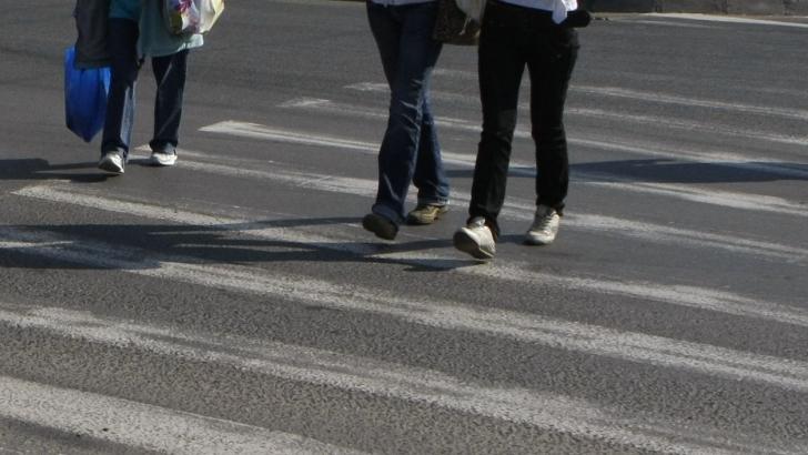 ACCIDENT TERIBIL pe trecerea de pietoni. Şoferul vinovat a fugit