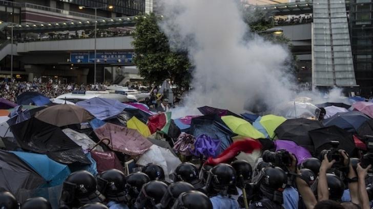 Umbrela, de la semn al reconcilierii politice la simbol al protestelor din Hong Kong