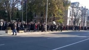 Chişinău: Cozi uriaşe la vot în străinătate
