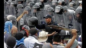 Ciocniri violente între protestatari şi poliţie, la Acapulco