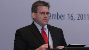 Însărcinatul cu afaceri al SUA, Dean Thompson