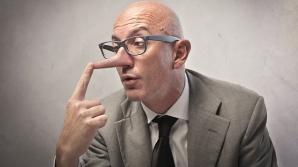 Cum identifici un mincinos, după indicii ştiinţifice