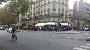 Coadă uriaşă, în timpul zilei, la ambasada României la Paris