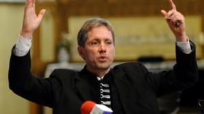 Preotul bisericii frecventate de Klaus Iohannis