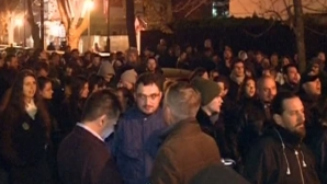 """PROTEST la Ambasada României la PARIS: """"Dreptate şi onoare călcate în picioare!"""""""