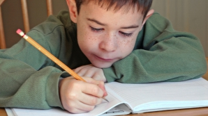 Prima ţară din lume în care elevii NU vor mai învăţa să SCRIE DE MÂNĂ