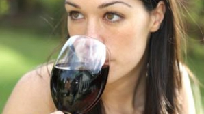 De ce este bine să bem vin roşu