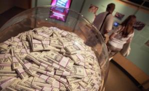 Dolarii ar putea să nu mai fie recuperaţi niciodată