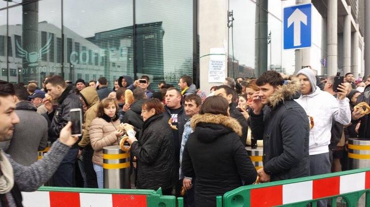 Imagini dramatice de la Londra: coadă uriaşă şi tensiuni în turul 2 al alegerilor prezidenţiale