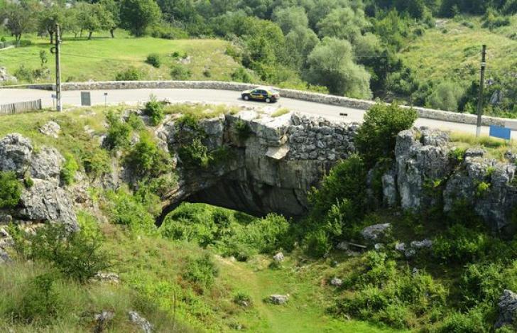 """Podul lui Dumnezeu"" sau miracolul natural din județul Mehedinți"