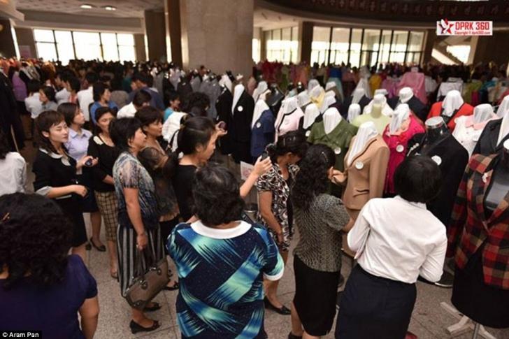 INCREDIBIL! Cum arată o prezentare de modă în Coreea de Nord