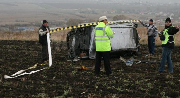 Tânăr implicat într-un accident, găsit mort într-o prăpastie, la 80 de metri de maşină