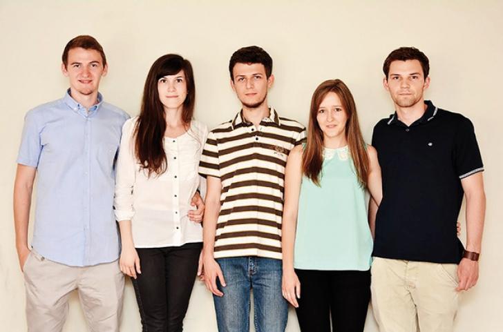 Cinci tineri câştigă 20.000 de euro pentru că rezolvă problema pe care şoferii din România o urăsc