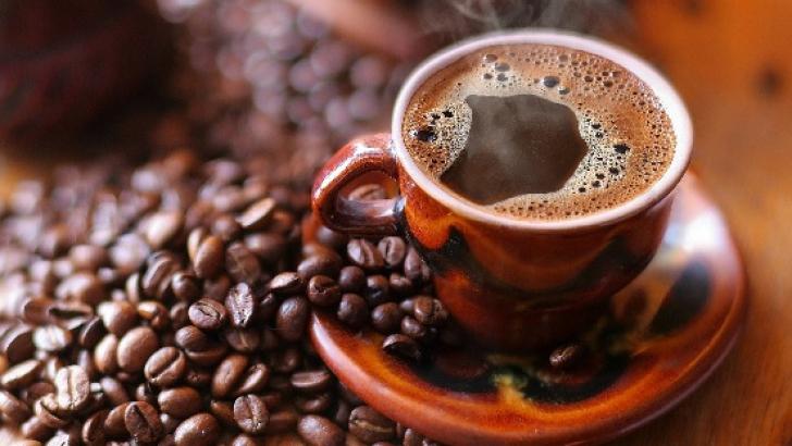 Ce se întâmplă dacă bei trei cești de cafea pe zi?