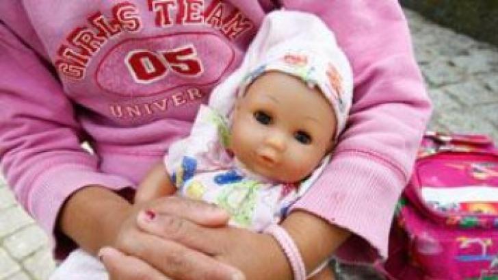 Corina Creţu: Fac apel către statele membre să sprijine investiţiile în îngrijirea copilului