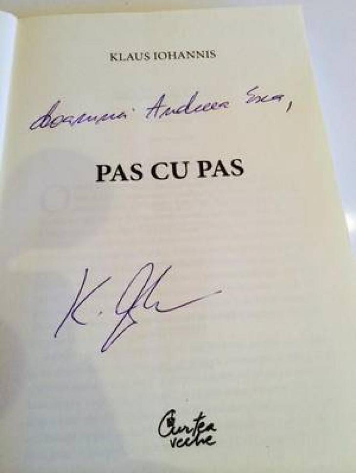 Preşedintele Klaus Iohannis i-a oferit un exemplar din cartea sa Andreei Esca