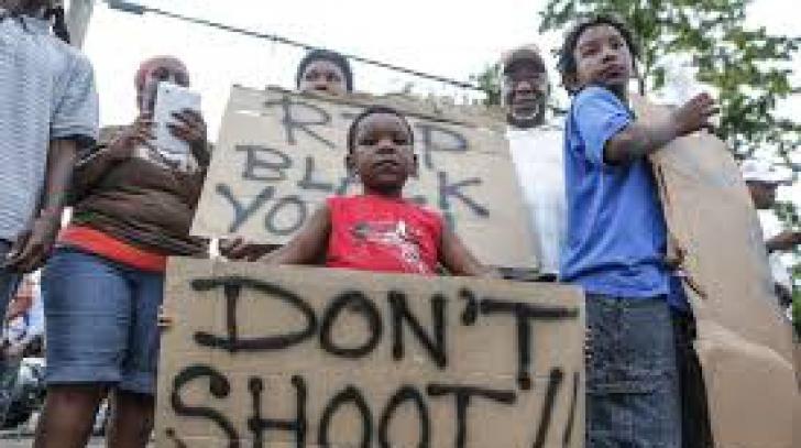 SUA: Noi proteste la Ferguson, soldate cu 15 arestări
