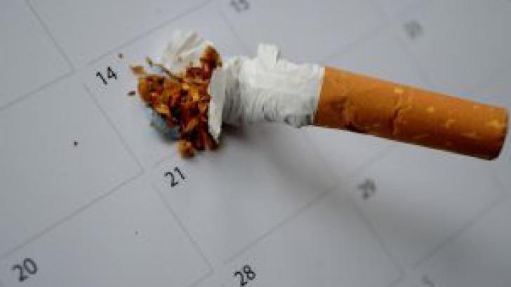 Ce a pățit un angajat din România pentru că nu şi-a pontat o pauză de ţigară