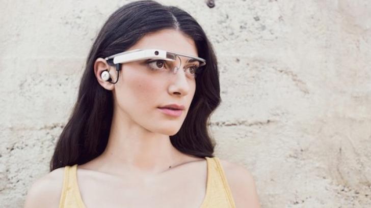 Google Glass, riscanţi pentru şoferi. Ochelarii obstrucţionează o parte a câmpului vizual