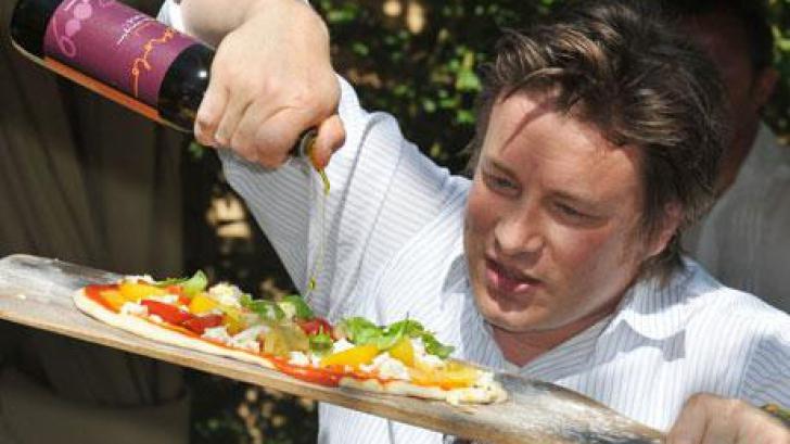 INCREDIBIL! Cum îşi pedepseşte Jamie Oliver copiii