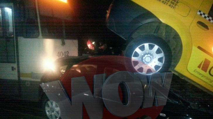 ACCIDENT TERIBIL în Capitală: Un tramvai a izbit în plin un autoturism