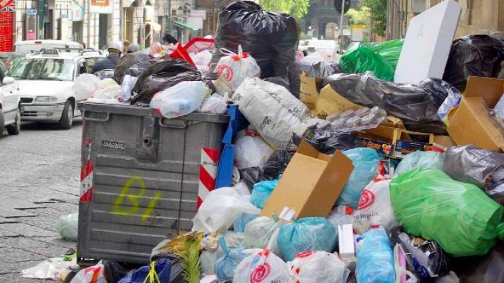 Ghenele din blocuri vor fi desfiinţate. Unde ne vom arunca gunoiul?