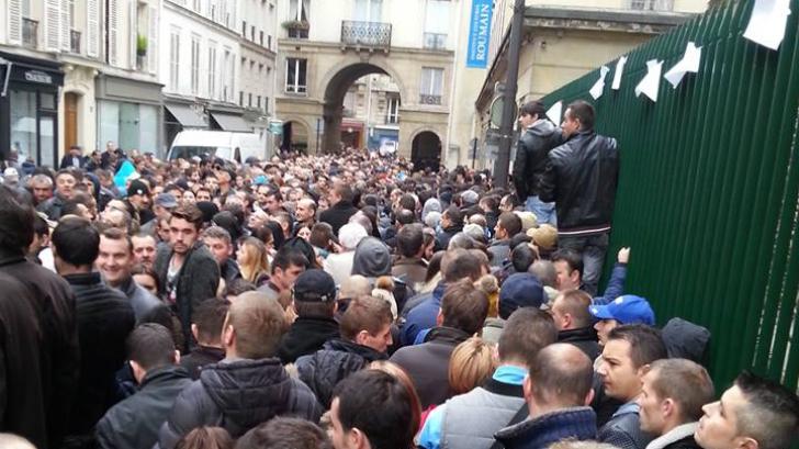 Alegeri 2014. Cozi imense in diaspora. Imaginea aceasta este din Paris, Franta