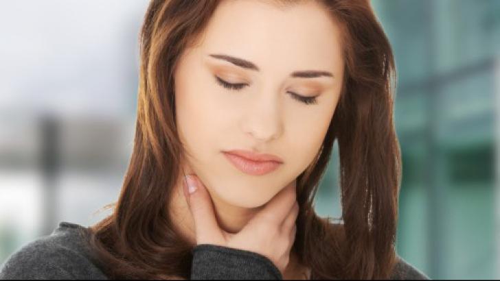 Trucul neştiut de nimeni care te scapă de durerile de gât