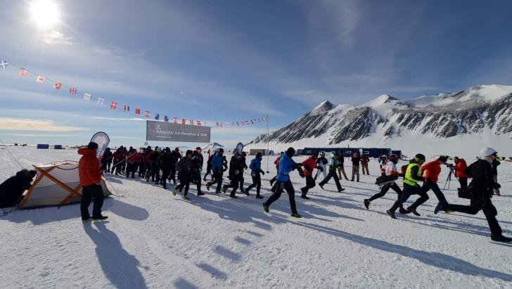O româncă a câştigat ultramaratonul din Antarctica, de 100 de kilometri