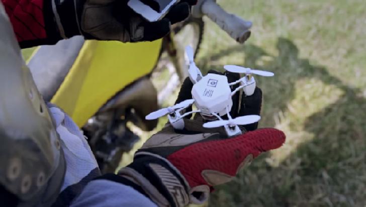 Această dronă încape în buzunar și te poate filma fără s-o controlezi tu