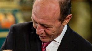 Băsescu a postat pe Facebook o fotografie de la botezul nepotului său