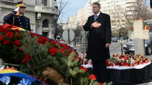 Iohannis a depus o coroană în memoria victimelor Revoluţiei, în Piaţa Universităţii