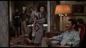 Mordecai Lawner a jucat rolul tatălui lui Woody Allen în filmul Annie Hall