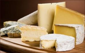 Românii ar vrea să aibă pe masă de Sărbători brânzeturi franţuzeşti
