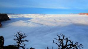 Imagini incredibile: norii nu mai lasă să se vadă nimic
