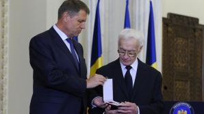 Klaus Iohannis, criticat DUR pentru decorarea lui Octav Bjoza