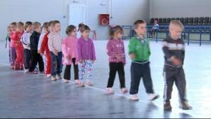 Anchetă la Sibiu după ce 13 copii, aflaţi în tabără, au ajuns la spital cu toxiinfecţie alimentară