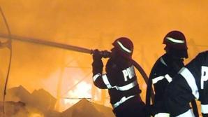 INCENDIU într-un bloc din Capitală: O femeie a fost intoxicată cu fum