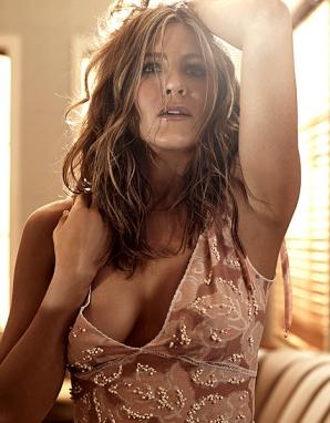 Jennifer Aniston, topless în Allure