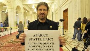 Remus Cernea a ieşit din sala din plen în momentul Binecuvântării date de Patriarh