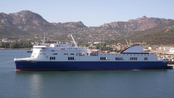 Incendiu pe un feribot italian în largul Greciei. Cele 466 de persoane la bord sunt evacuate