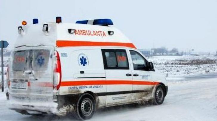 TRAGEDIE - O tânără aflată în stop cardio-respirator a murit în ambulanța blocată în zăpadă