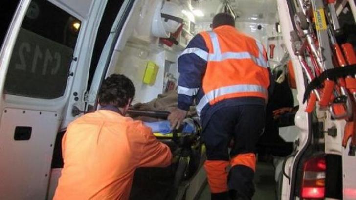 Vaslui: Două asistente, rănite după ce ambulanţa în care se aflau s-a răsturnat