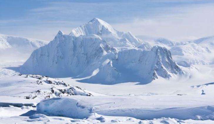 Fenomenele bizare din Munţii Gamburtseve aflaţi la 4 km adâncime sub calota glaciară din Antarctica
