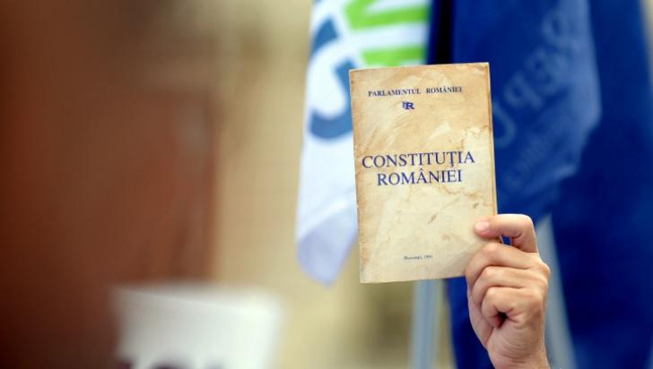 CCR: Ordonanţa traseismului politic, neconstituţională. Parlamentul va decide în privinţa mandatelor