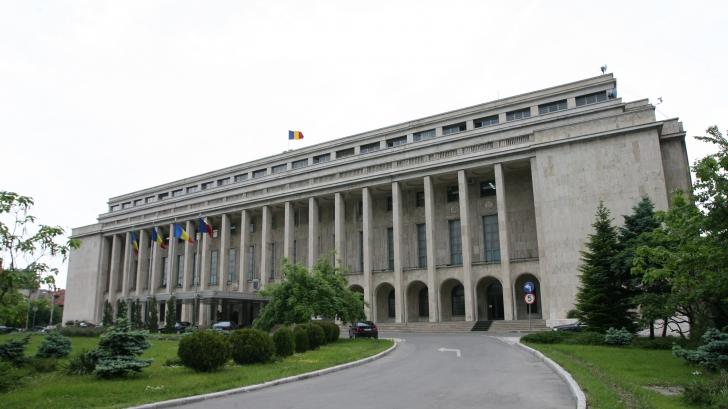 Guvernul va putea emite Ordonanţe în vacanţa parlamentară