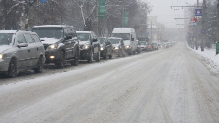Infotrafic: Toate drumurile naţionale au fost deszăpezite şi sunt deschise circulaţiei