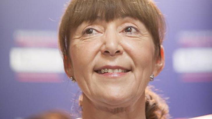 Monica MACOVEI, REACȚIE FOARTE DURĂ, după ce PONTA a dat OUG ca să renunțe la DOCTORAT