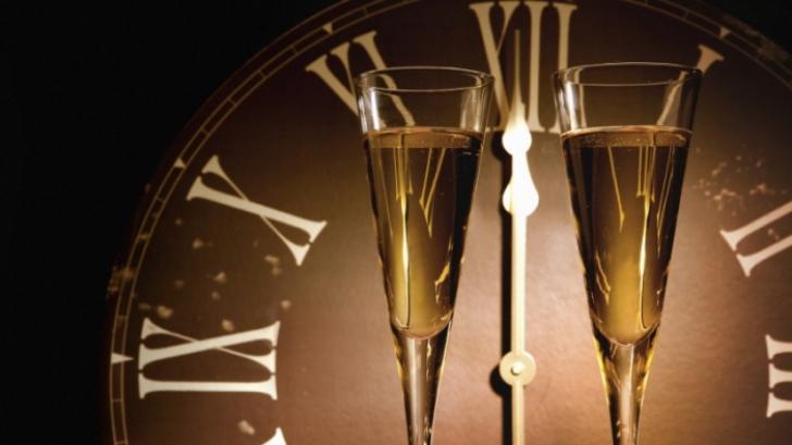 OBICEIURI DE ANUL NOU. CE TREBUIE să faci ca să îți MEARGĂ BINE în 2015 și să alungi GHINIONUL