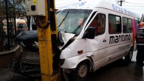 Accident cumplit la Constanţa: 21 de victime. Microbuz cu călători, proiectat în stâlp / Foto: ziuaconstanta.ro